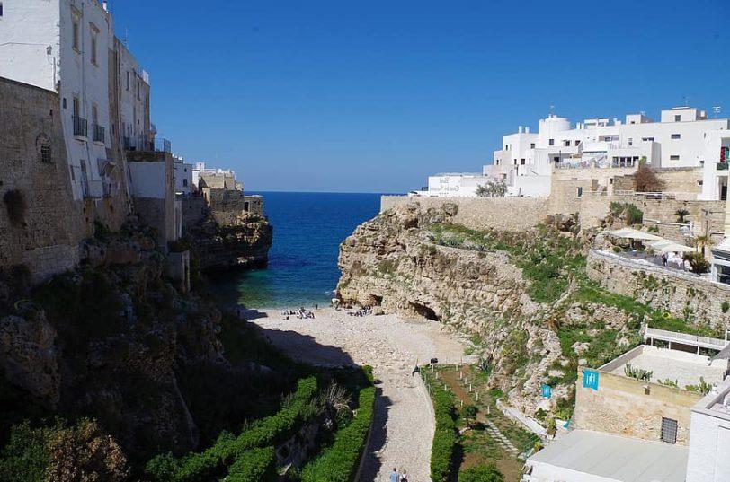 polignano-puglia-sea-cliff-italy-costa-country-south-glimpse